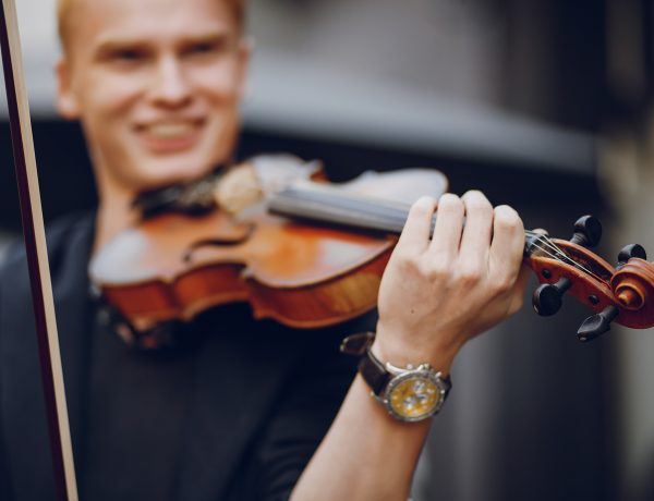 guy with violon