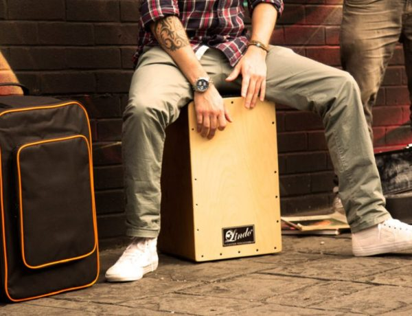 lindo-deluxe-12mm-padded-cajon-drum-bag-lifestyle